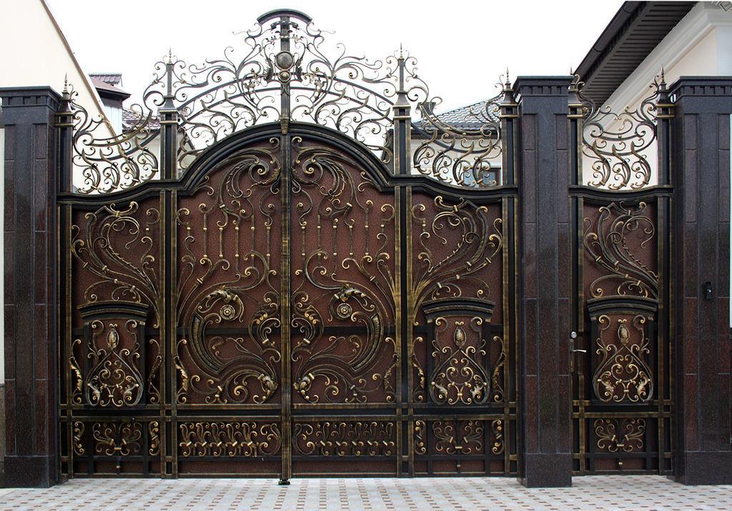 красивые ворота из металла фото демон